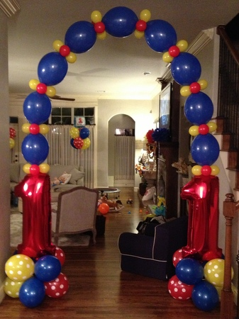 Kids birthday party balloon decorations for Balloon decoration for birthday at home